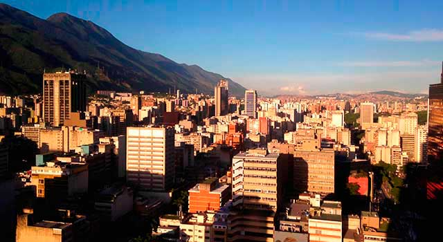 The airport is located 21 kilometers northwest of downtown Caracas.